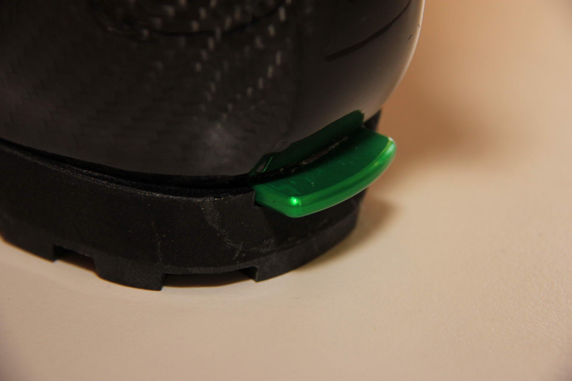 P49 hinterer Sporn zum Einstieg in die Bindung und gleichzeitig als Widerlager für Steigeisen.