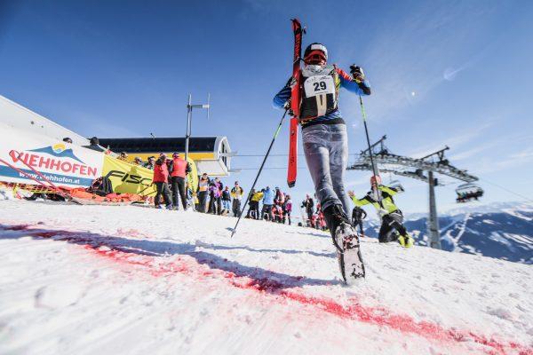 Gerhard Tritscher Zieleinlauf ÖM 2019 Bild Philipp Reiter SKIMO Austria
